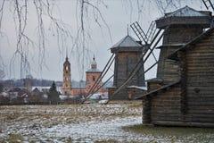 Suzdalmuseum van houten architectuur Stock Afbeeldingen