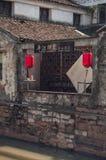 SUZHOU CHINY, MAJ, - 28,2017: miejscowego dom kanałem w Suzhou Obrazy Stock