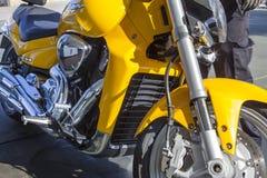 Suzuki intruz M1800R parkujący przy benzynową stacją obraz royalty free