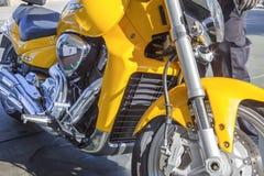 Suzuki intruz M1800R parkujący przy benzynową stacją obrazy stock