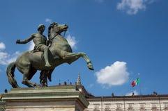Svängbart hjulstaty i Turin Arkivfoto