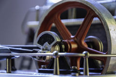 Svänghjul av en ångamotor royaltyfria foton