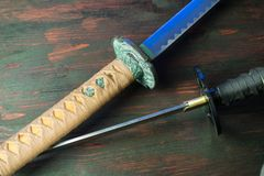 Svärd av samurajerna Medeltida japanska vapen royaltyfri foto