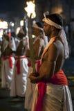 Svärdbärare utför under Esalaen Perahera i Kandy, Sri Lanka Royaltyfri Bild