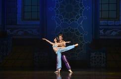 """Svärddans-Alibaba och kärlekshistorien fyrtio i för balett""""One tusen och en den hav Nights†en Arkivbilder"""
