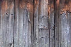 Svärta med röda träplankor, abstrakt naturlig bakgrund Royaltyfri Fotografi