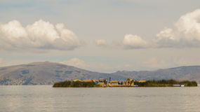 Sväva öar i sjön Titicaca nära Puno Arkivbilder