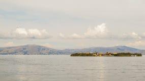 Sväva öar i sjön Titicaca nära Puno Royaltyfri Bild