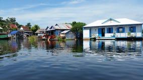 Sväva byn Cambodja Royaltyfria Foton