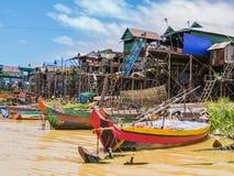Sväva byn, underminerar Tonle landskapet för sjön, Siem Reap, Cambodja royaltyfria foton