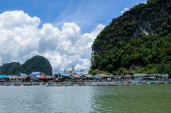 Sväva den muslimska byn Koh Panyee Island Royaltyfria Bilder