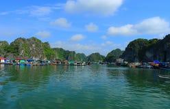 Sväva fisklantgårdar Vietnam Arkivfoto