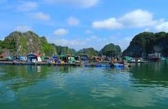 Sväva fisklantgårdar Vietnam Royaltyfria Bilder