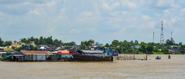 Sväva hus i Chau Doc, Vietnam royaltyfria foton