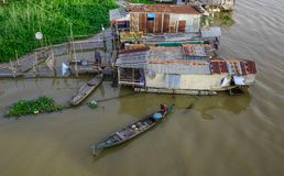 Sväva hus i Chau Doc, Vietnam Arkivbild