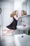 Sväva i badrummet Royaltyfri Foto