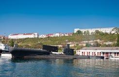 Sväva laddningsstationen PZS- 50 av den Black Sea flottan av den ryska marinen i den Sevastopol fjärden Fotografering för Bildbyråer