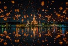 Sväva lampan i den yeepeng festivalen på watarun, Bangkok Royaltyfria Foton