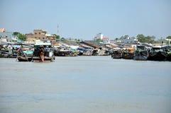 Sväva marknaden av Cai Rang i den Mekong deltan, Vietnam Royaltyfri Bild