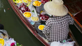 Sväva marknaden, bangkok, Thailand lager videofilmer