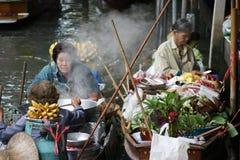 Sväva marknaden, Damnoen Saduak, Thailand Royaltyfria Bilder