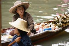 Sväva marknaden, Damnoen Saduak, Thailand arkivbilder