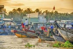 Sväva marknaden, Mekong delta, Can Tho, Vietnam Fotografering för Bildbyråer