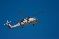 sväva militär för helikopter Royaltyfri Fotografi