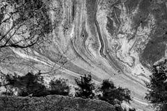 Sväva oljeutsläppet på vatten Arkivbilder