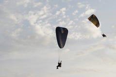 Sväva paraglider Arkivfoton