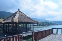 Sväva restaurangen i Bali royaltyfria bilder