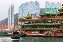 Sväva restaurangen i hamnen av Aberdeen, Hong Kong Arkivfoto