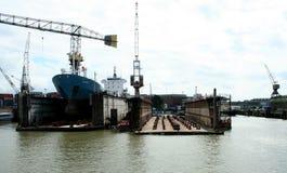 Sväva skeppsdockan i porten av Rotterdam Arkivfoton