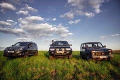 Svävande H3 för Mitsubishi Pajero sport, Lada Niva och för stor vägg Royaltyfri Fotografi