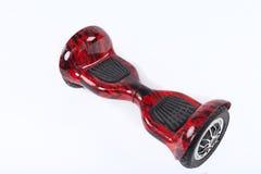 Svävandebräde, slut upp av dubbelhjulet, själv som balanserar, elektrisk skateboard på vit bakgrund Eco-vänskapsmatch transport Royaltyfria Foton