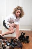 Svårt val av skor Arkivbilder