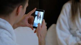 Svago domestico delle coppie dell'amica del tipo del photoshoot stock footage