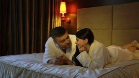 Svago spensierato di comunicazione di intimità di amore video d archivio