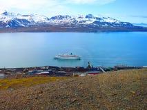 svalbard vista da montagem Olaf noruega Uma rota do turista Fotografia de Stock