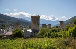 Svan watchtowers i Georgia Arkivbild