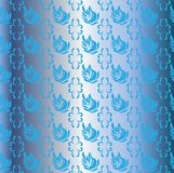 Svanar i den blåa azura himlen Royaltyfria Foton