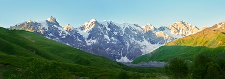 Svaneti白种人山全景  免版税库存图片
