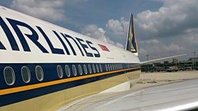 Svans av den Singapore Airlines nivån Arkivfoton