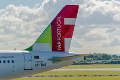 Svans för Air Portugal (KLAPP) flygbuss A320 royaltyfri foto