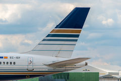 Svans för Jet2 (behörighetsstil) Boeing 757 arkivbilder