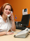 svarande företag henne telefonreceptionist s Royaltyfria Bilder