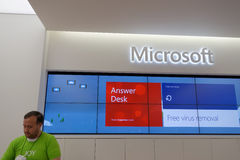 Svarsskrivbord inom Microsoft Windowslager i Honolulu på alen Arkivfoton