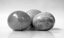 svart äggmarmorwhite Arkivbild