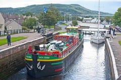 Svart ö som beskådas från Muirtown lås Royaltyfria Foton