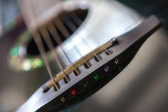 Svart akustisk gitarr Fotografering för Bildbyråer